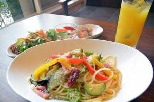 夏野菜のパスタセット 野菜の味が濃い~ 自家製ピクルスも美味